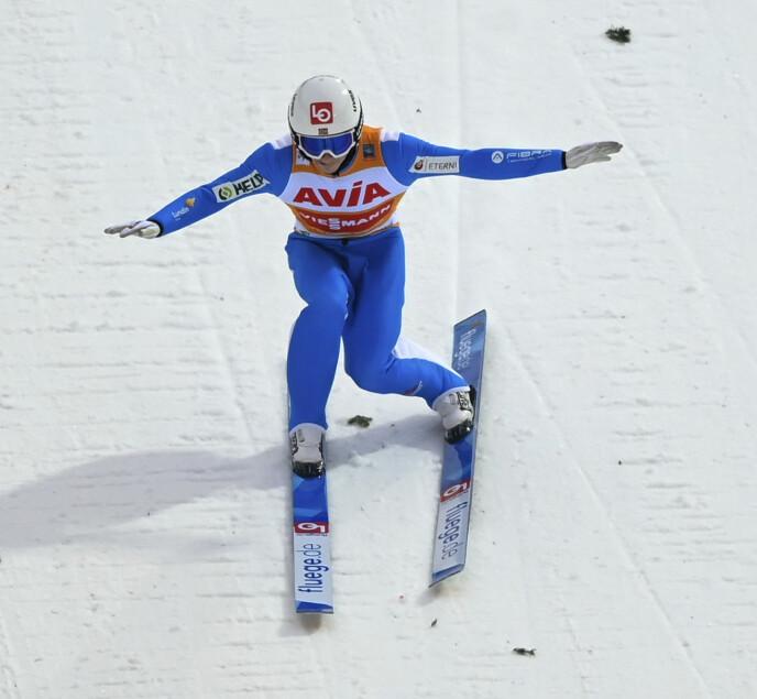VERDENS BESTE SKIHOPPER: Halvor Egner Granerud leder verdenscupen suverent. Foto: NTB