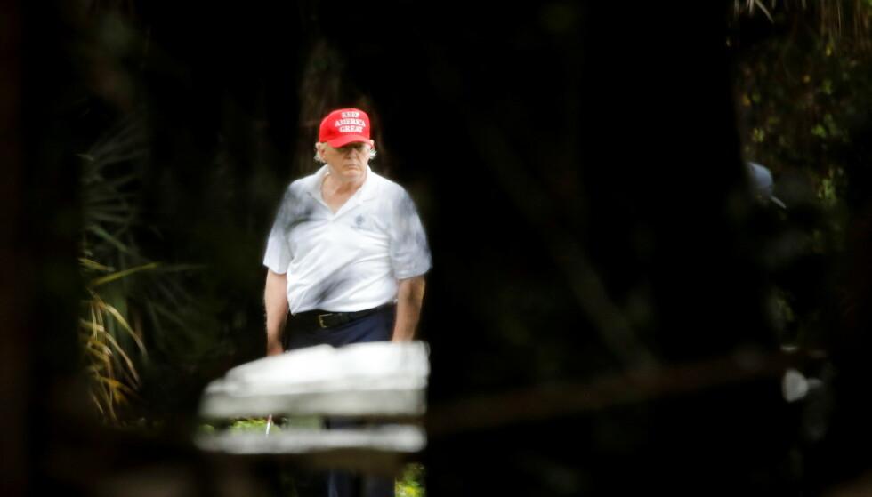 GOLF: Siden han gikk av som president 20. januar, har Donald Trump oppholdt seg i West Palm Beach i Florida. Han har tatt mange turer til golfbanen han eier en kort kjøretur fra Mar-a-Lago. Foto: REUTERS/Marco Bello