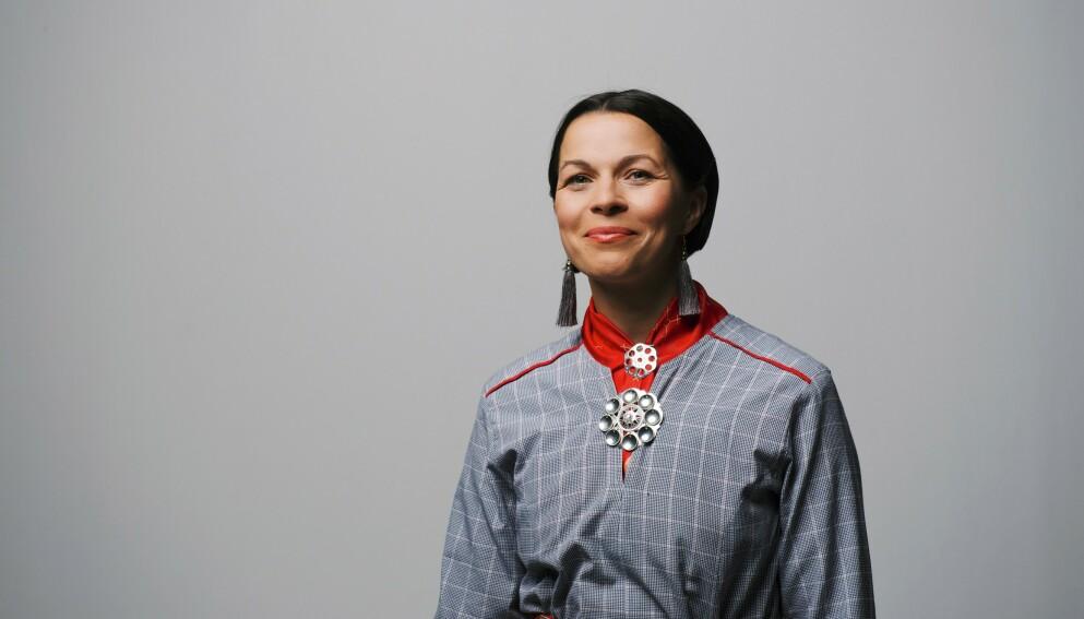 ELIN ANNA LABBA: Svensk/samisk journalist og redaktør. Hun ble tildelt Augustprisen for beste sakprosabok i fjor. Foto: Pax / Hugo Thambert