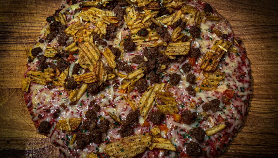 FREDAGSFØLELSEN: Grandiosas nye Fredagspizza er perfekt for barnefamilier og andre som ønsker en sprø og salt pizzabit. Foto: Christopher SjuveP
