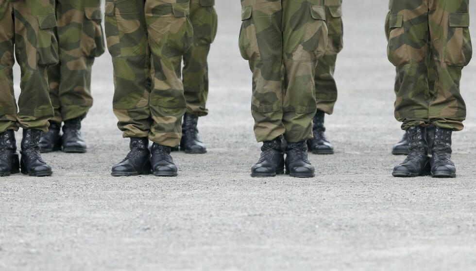 FÅR GRATIS BIND OG TAMPONGER: Alle soldater som trenger det, vil nå få utdelt dette. Foto: Terje Pedersen / NTB
