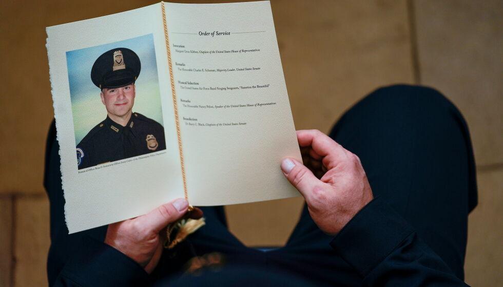 DØDE: Brian Sicknick døde under opptøyene i Kongressen. Foto: Demetrius Freeman/Pool via REUTERS