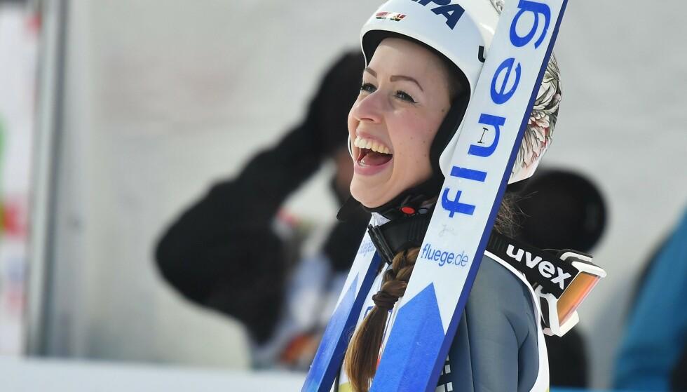 PROFIL: Juliane Seyfarth fra et lykkelig øyeblikk i hoppbakken i Seefeld i 2019. Da tok hun to VM-gull. Foto: NTB