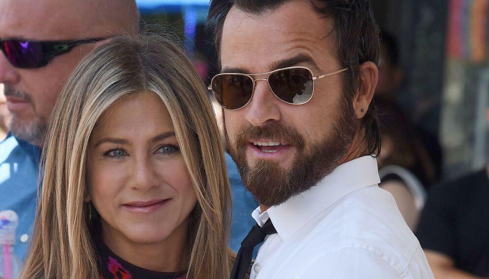 GODE VENNER: Det er nå tre år siden Justin Theroux og Jennifer Aniston skilte lag. Her er de avbildet i 2017. Foto: Jim Smeal / REX / NTB