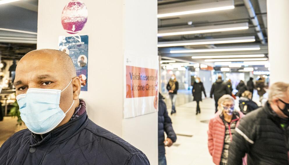 FØLER SEG OVERSETT: Rashid Nawaz, leder for Stovner bydelsutvalg, mener FHIs vaksinestrategi er feilslått, og mener instituttet burde kommet til Stovner for å se hvordan det er der behovet er stort. Foto. Hans Arne Vedlog / Dagbladet