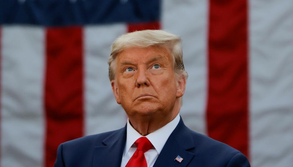 TRUMP: Etter en intens riksrettssak og kaotiske sluttprosedyrer ble Donald Trump frikjent. Foto: Reuters/NTB.