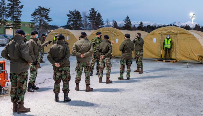 TESTET: Et hundretall av Nato-soldatene i nord ble coronasmittet i januar. Her nederlandske soldater i kø for testing 13. januar. Foto: Øyvind Baardsen / Forsvaret