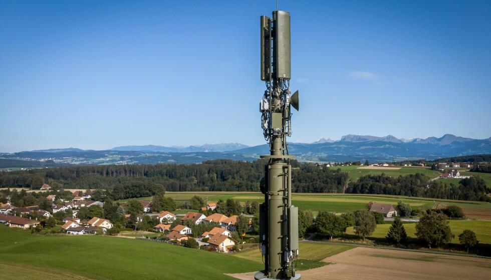 NYE MASTER: DSA følger nøye med på utviklingen av nye teknologier. Utbyggingen av 5G er mest i fokus, skriver innleggsforfatteren. Foto: FABRICE COFFRINI / AFP