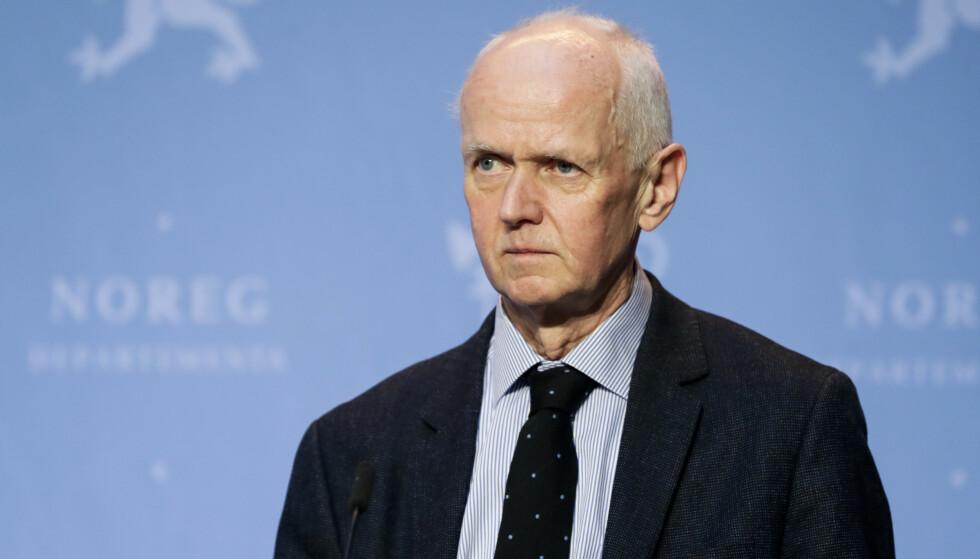 PÅ PRESSEKONFERANSE: Områdedirektør Geir Bukholm i Folkehelseinstituttet (FHI) under pressekonferansen om coronasituasjonen. Foto: Berit Roald / NTB