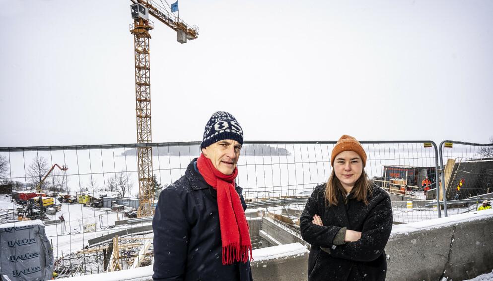 UTØYA 10 ÅR ETTER: Ap-leder Jonas Gahr Støre og AUF-leder Astrid Hoem der minnestedet for Utøya-ofrene bygges. Foto: Hans Arne Vedlog / Dagbladet