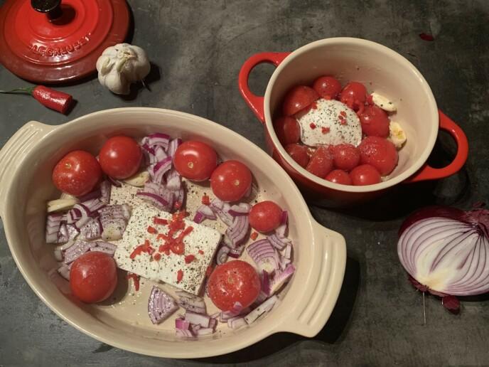 KAN DET BLI BEDRE? Vi prøver med rødløk (til venstre) og mozzarellaost (til høyre).