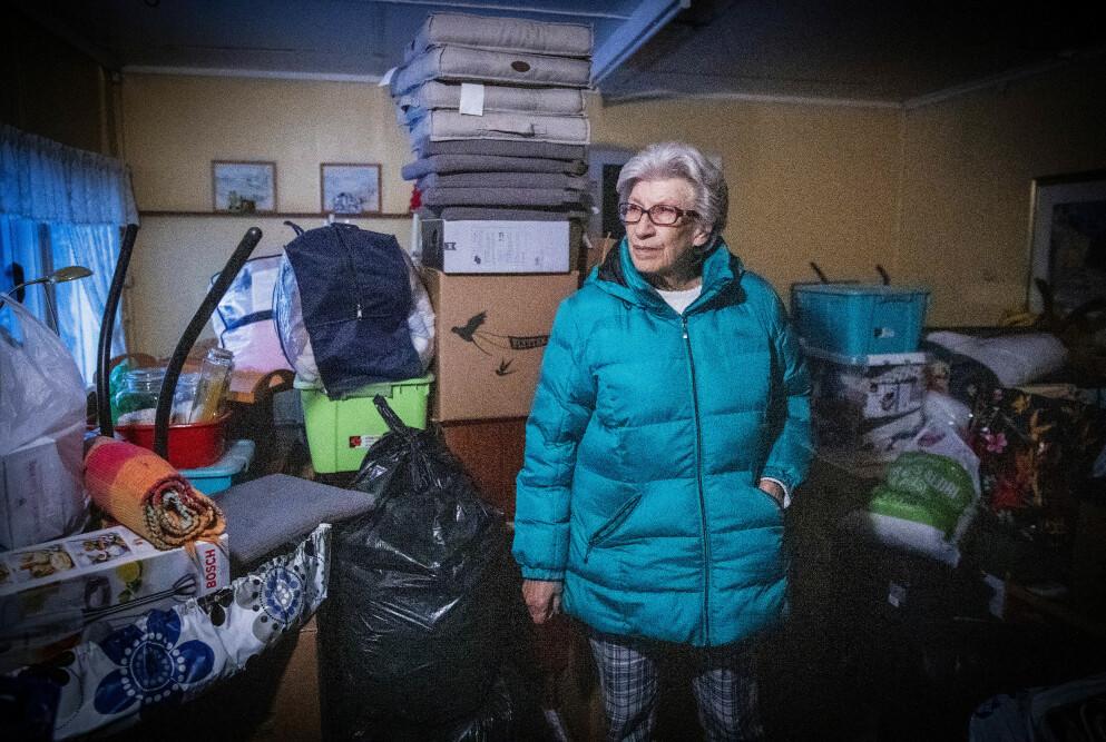 TØFF TID: Dette er hva 78 år gamle Liv Lund står igjen med, etter 34 års samboerskap. Da samboeren døde, måtte hun flytte fra leiligheten paret hadde delt, i tillegg til å betale husleie den korte tida hun bodde der etter dødsfallet. Nå bor hun midlertidig hos sin søster på Hamar. Foto: Bjørn Langsem / Dagbladet
