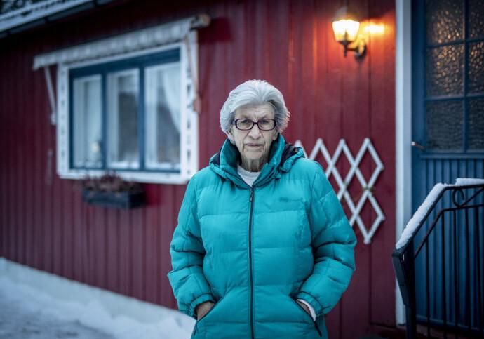 PÅ BAR BAKKE: 78 år gamle Liv Lund bor nå hos sin søster på Hamar, men må nå begynne jakten på å finne seg et eget hjem, etter at hun måtte flytte ut av leiligheten da hennes samboer gjennom 34 år døde. Foto: Bjørn Langsem / Dagbladet