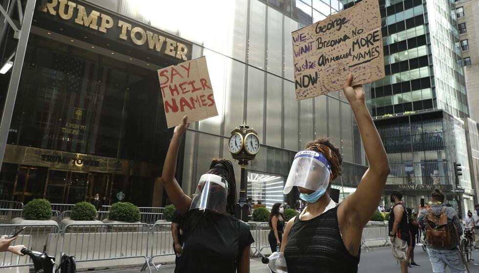 TRUMP TOWER: George Floyd-protester utenfor Trump Tower i mai i fjor. Foto: Shutterstuck/NTB.