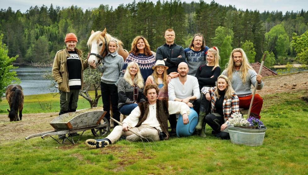 KARANTENETID: De tolv deltakerne i «Farmen kjendis måtte sitte 14 dager i karantene før innspillingen. Det kostet TV 2 og produksjonsselskapet Strix 25 000 per hode. Foto: Espen Solli / TV 2