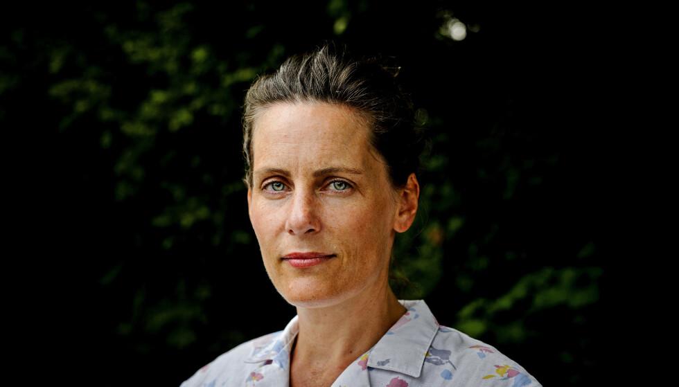 DRISTIG: Monica Isakstuen er ikke redd for å dra til når hun skriver. Foto: John T.Pedersen