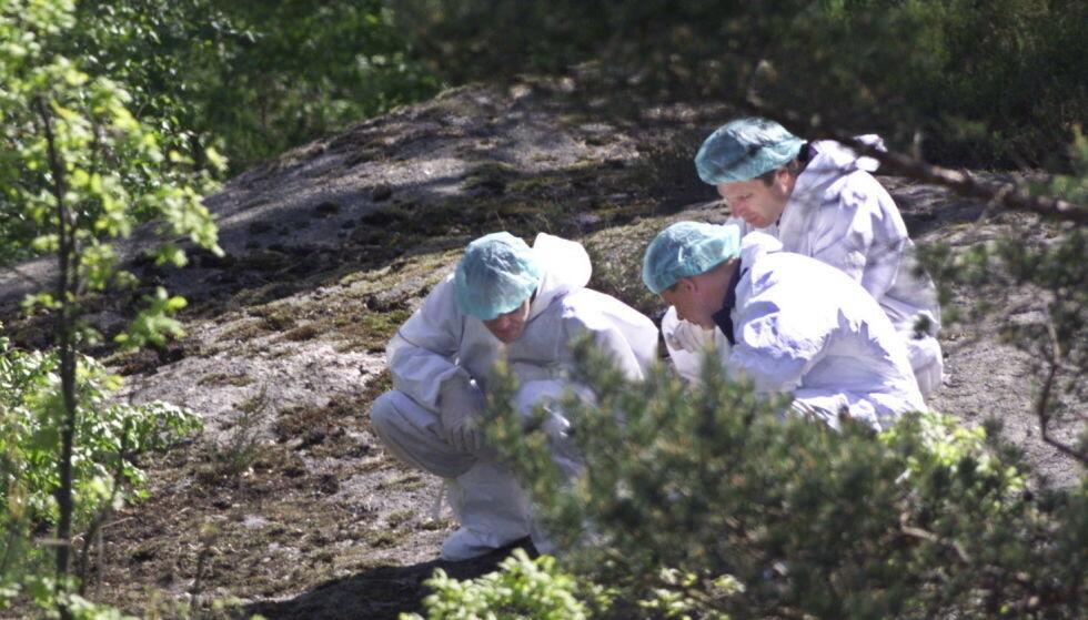 ÅSTEDET: Politiets krimteknikere på åstedet i Baneheia i mai 2000. Foto: Henning Lillegård / Dagbladet