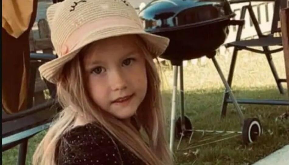 MISTET LIVET: Fem år gamle Siri døde etter at bilen hun satt i frontkolliderte i august i fjor. Nå innrømmer føreren av den andre bilen promillekjøring. Foto: Privat