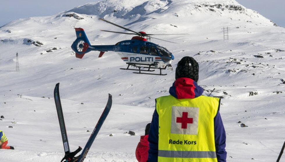 SKREDFARE: Vinterferien står for tur, nå advarer Røde Kors ved å be folk om å unngå de bratteste toppturene. Foto: Heiko Junge / NTB