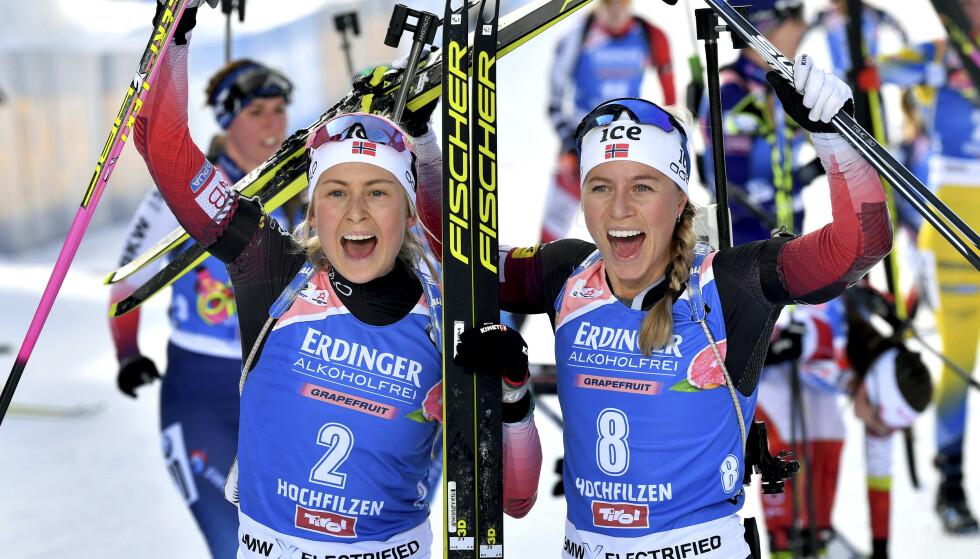 UNDERDOGS: Tiril Eckhoff og Ingrid Landmark Tandrevold mener Norge er underdogs på lørdagens stafett. Foto: AP Photo/Kerstin Joensson