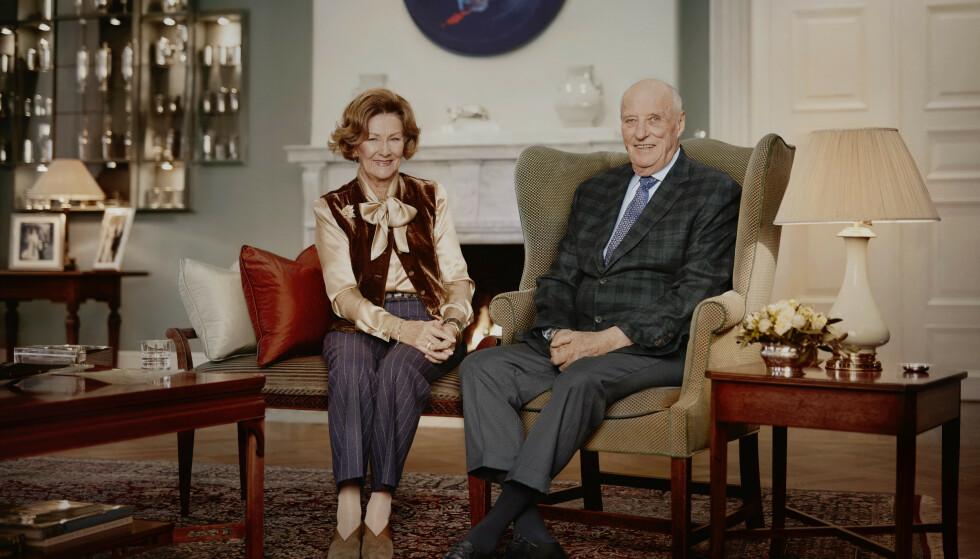 OPPSIKTSVEKKENDE: I januar slapp kongehuset nye bilder av dronning Sonja og kong Harald - for å markere at de har vært dronning og konge i 30 år. Foto: Jørgen Gomnæs / Det kongelige hoff / NTB
