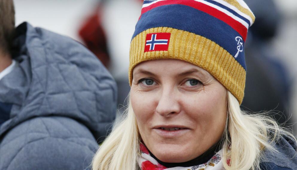 KNALL OG FALL: I podkasten «The Kåss Furuseths» forteller kronprinsesse Mette-Marit om skiulykken som fant sted like før jul i fjor. Foto: Terje Bendiksby / NTB