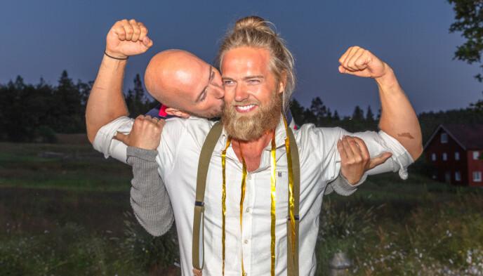 FIKK KYSS: De to finalistene var gode venner etter finalen. Foto: Alex Iversen / TV 2