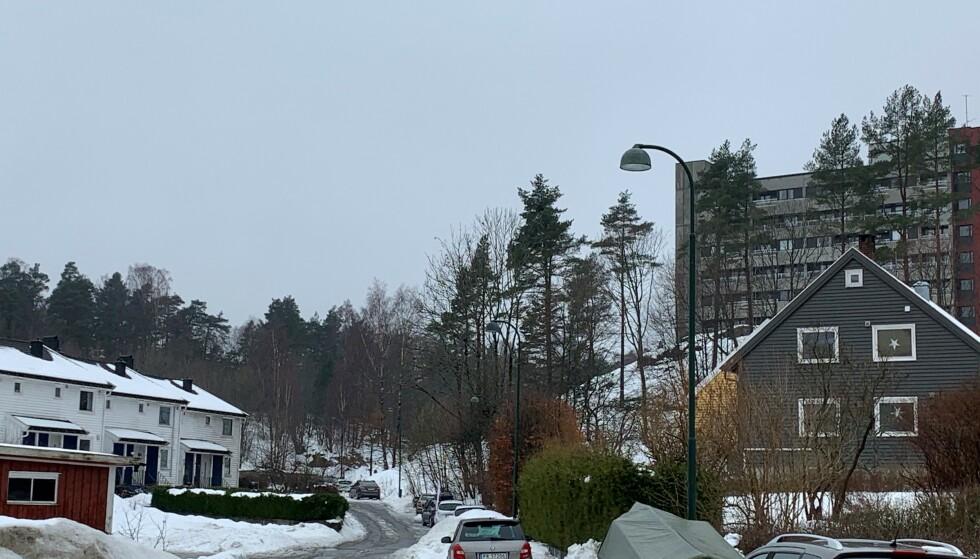 ET HELT VANLIG BOLIGSTRØK: Viggo Kristiansen og Jan Helge Andersen vokste opp i Eg rett utenfor Kristiansand. De fleste kjenner folk i nabolaget. Foto: Øystein Andersen, Dagbladet.