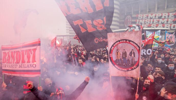 ULTRAS: Milan Ultras samlet utenfor San Siro. Foto: PA