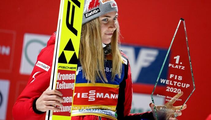 GOD SESONG: Det er slik vi er vant til å se Marita Kramer denne sesongen: På førsteplass - og med et smil om munnen. Foto: NTB