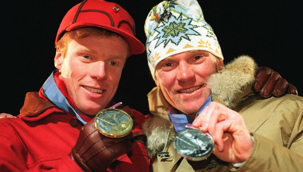 SPRINTER-PÅSTAND: Vladimir Smirnov, her sammen med eks-rivalen og kameraten Bjørn Dæhlie, mener Johannes Høsflot Klæbo først og fremst er god i sprintlangren. Foto: Dagbladet / ALL OVER PRESS