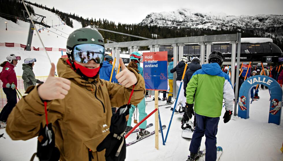 TOMMEL OPP: En skigjest er klar for en ny runde i bakken. Foto: Nina Hansen / Dagbladet