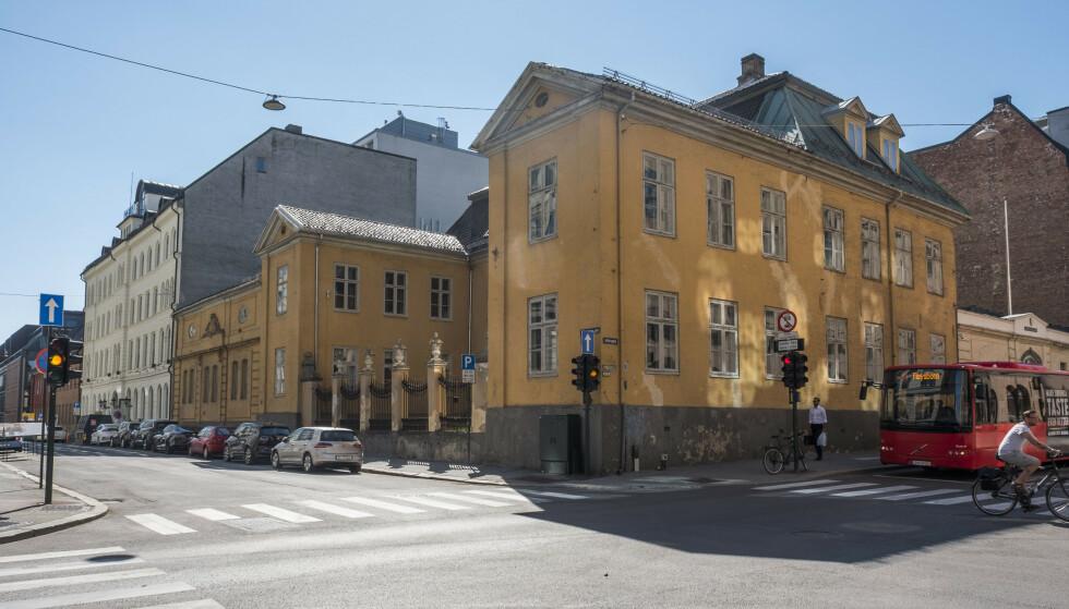 ENDELIG REDDET: Den gamle krigsskolen i Oslo blir likevel ikke solgt på det åpne markedet, men overdratt til en ny stiftelse. Foto: Tor Erik Schrøder / NTB