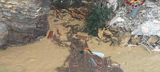 Hundrevis av kister raste i havet