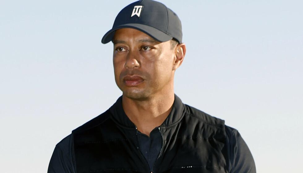 SKADET BEINA: Tiger Woods kunne ikke stå på egne bein etter ulykken. Foto: Ryan Kang/AP/NTB