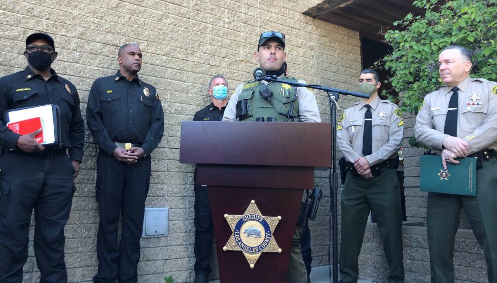 FØRSTE PÅ STEDET: Carlos Gonzalez ved sheriffkontoret i Los Angeles var den førte personen som var framme på ulykkesstedet. Foto: AP/NTB.