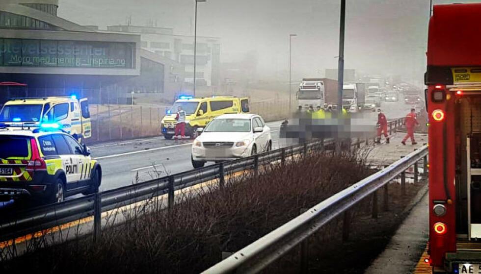 ALVORLIG: Det har torsdag vært en alvorlig ulykke på E6 ved Sarpsborg. Foto: Freddie Larsen