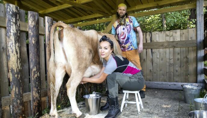 REALITY-VANTE: Carina Dahl og kunstner Aune Sand var begge med i «Torpet kjendis» i 2018. Dahl vant programmet, og tok seg inn på «Farmen kjendis». Foto: Andreas Fadum / Se og Hør