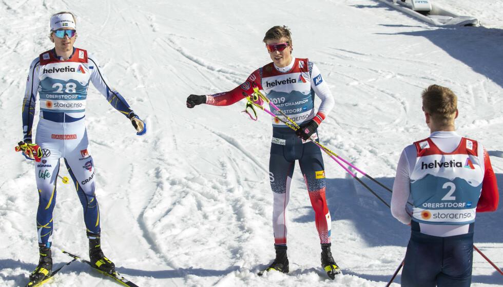 BLANKE SKI: Oskar Svensson og Johannes Høsflot Klæbo etter finaleheatet. Foto: Bkørn Langsem.