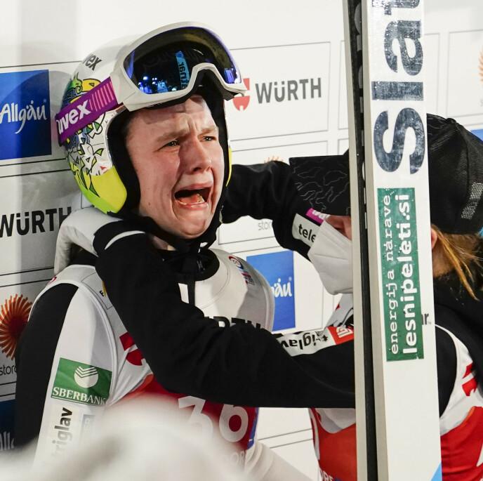 FØLELSESLADET: Ema Klinec var oppløst i tårer etter seieren. Foto: Lise Åserud / NTB