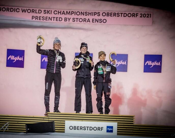 TOPP TRE: Ema Klinec (i midten) vant foran Maren Lundby og Sara Takanashi. Foto: Bjørn Langsem