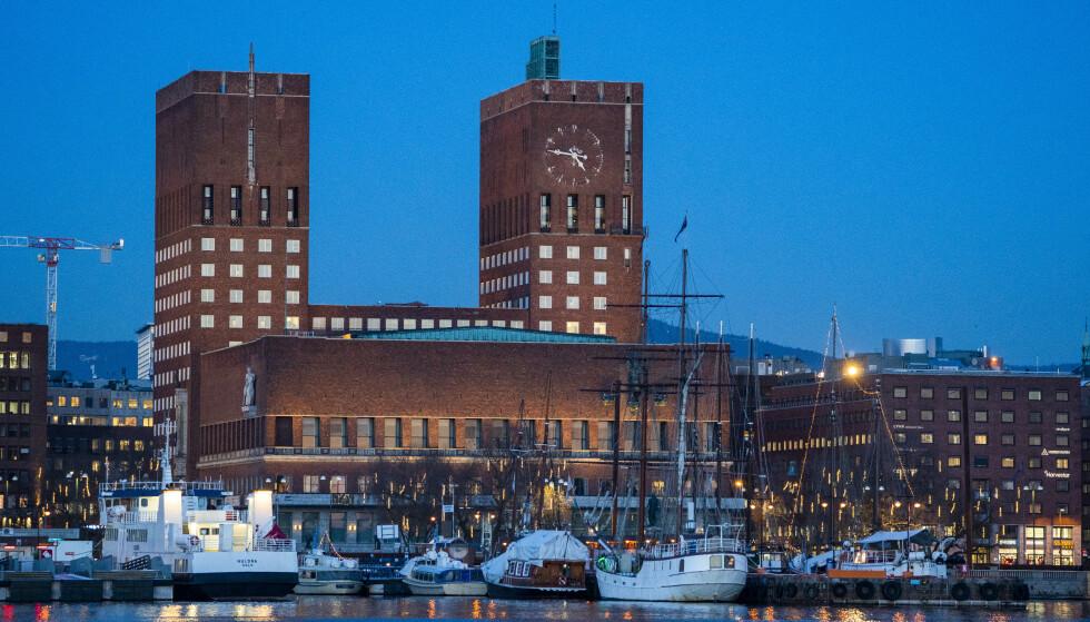 SMITTE: Smittetallene i Oslo er høyere enn de har vært på over tre måneder. Økningen kan ha sammenheng med framveksten av nye varianter med større spredningsevne, ifølge FHI. Foto: Håkon Mosvold Larsen / NTB
