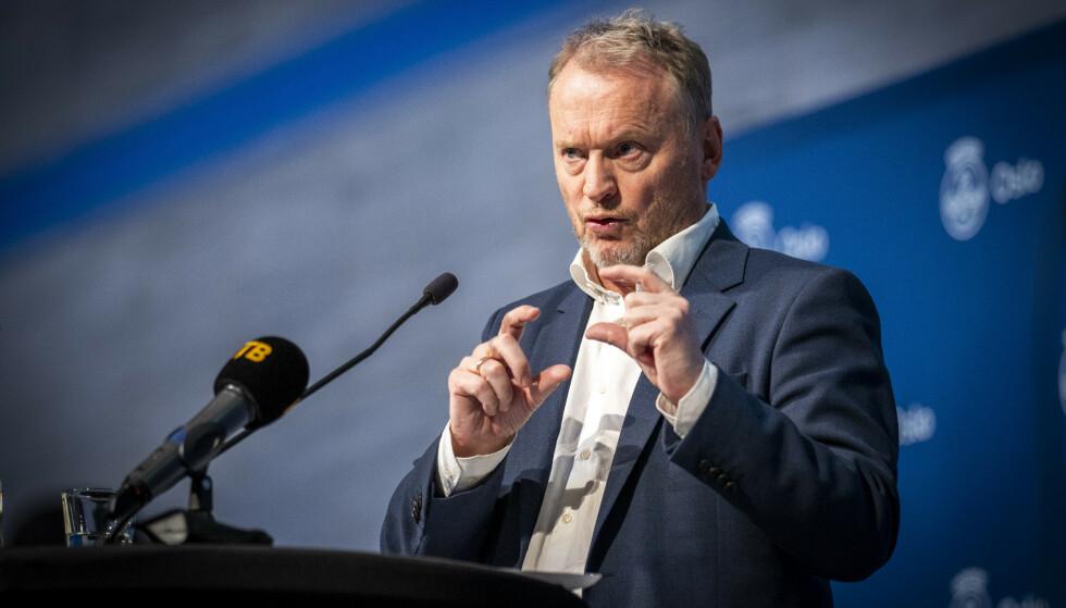 SLUKKE BRANN: Byrådsleder Raymond Johansen hadde blitt glad om FHI hadde endret vaksinestrategi. Foto: Heiko Junge / NTB