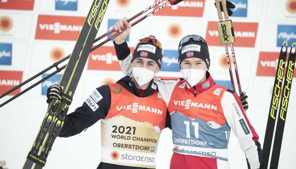 NORSK JUBEL: Jarl Magnus Riiber fikk besøk av VM-debutant Jens Luraas Oftebro på podiet fredag. Foto: Bjørn Langsem / Dagbladet