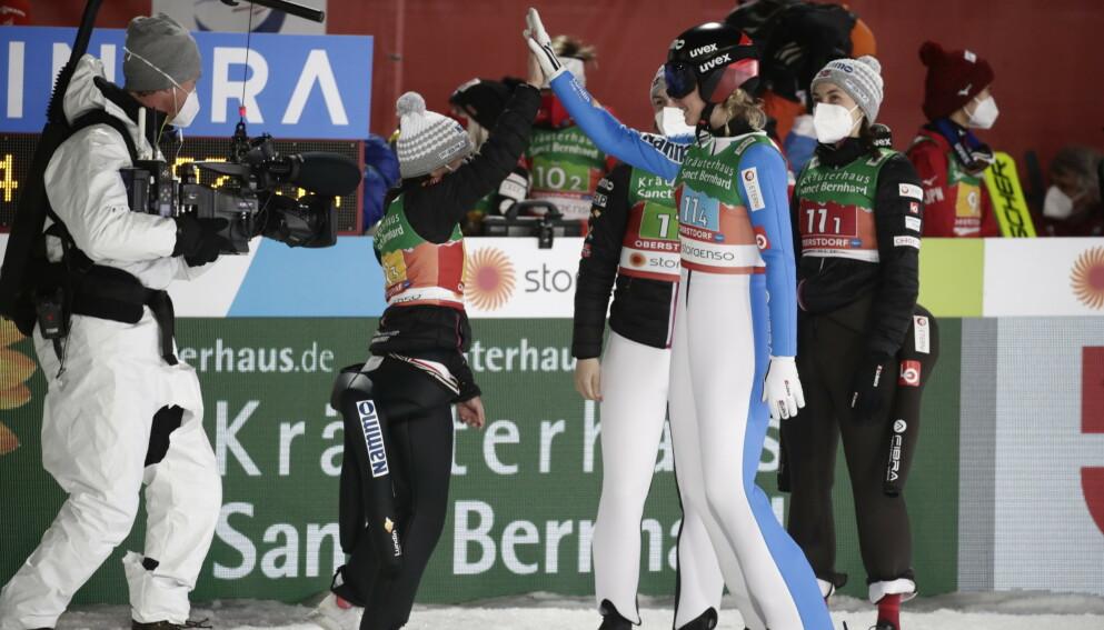 MEDALJE: Norge var fornøyde med medalje. Foto: Bjørn Langsem