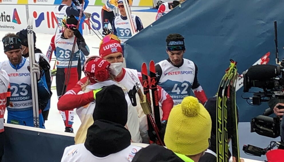 TÅREVÅTT: Det ble følsomt etter at Aleksandr Bolsjunov tok sitt første VM-gull. Foto: Sindre Lie/Dagbladet