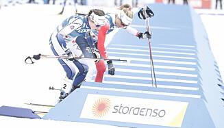 TOK FLERE SEKUNDER: Therese Johaug fikk luke på Ebba Andersson på vei ut av skibyttet. Svenskene mente hun tjente 5-10 sekunder. Foto: Bjørn Langsem