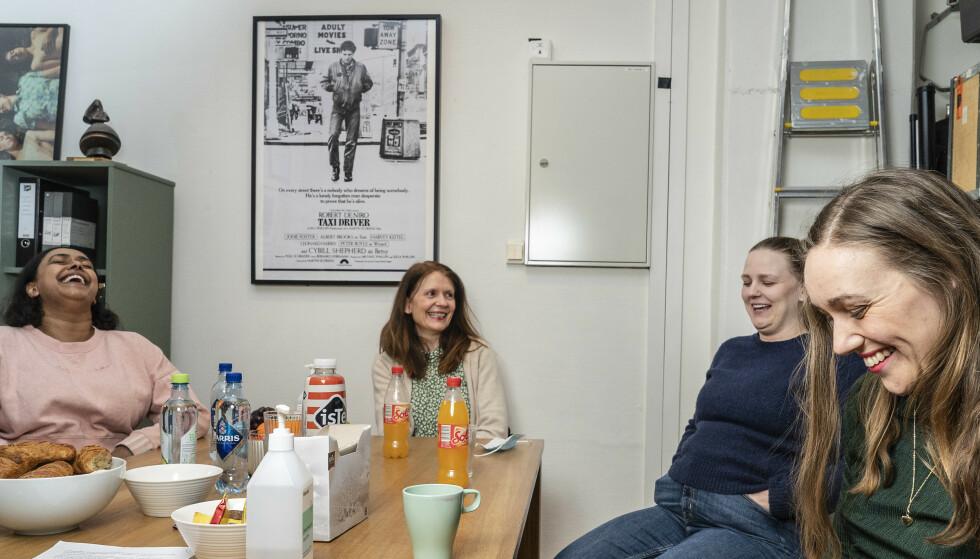 HUMOR: Når gamle AUF-venner møtes, er det også mye moro og latter. Foto: Hans Arne Vedlog/Dagbladet.