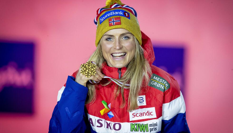 GULLVINNER: Therese Johaug med gullmedaljen fra kvinnenes skiathlon. Foto: Bjørn Langsem / Dagbladet