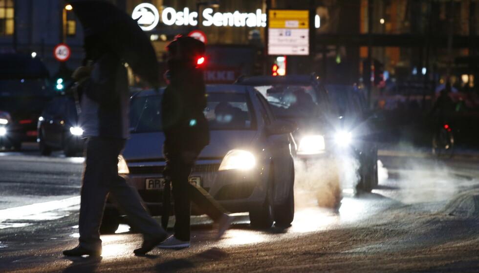 NULLUTSLIPPSSONER: I Oslo har en av fem barn hatt astma innen de er ti år. Forurensingen fra bilene er i noen områder så store at barn med astma og eldre med hjerteproblemer må holde seg inne skriver innsenderen. Foto: Erik Johansen / NTB